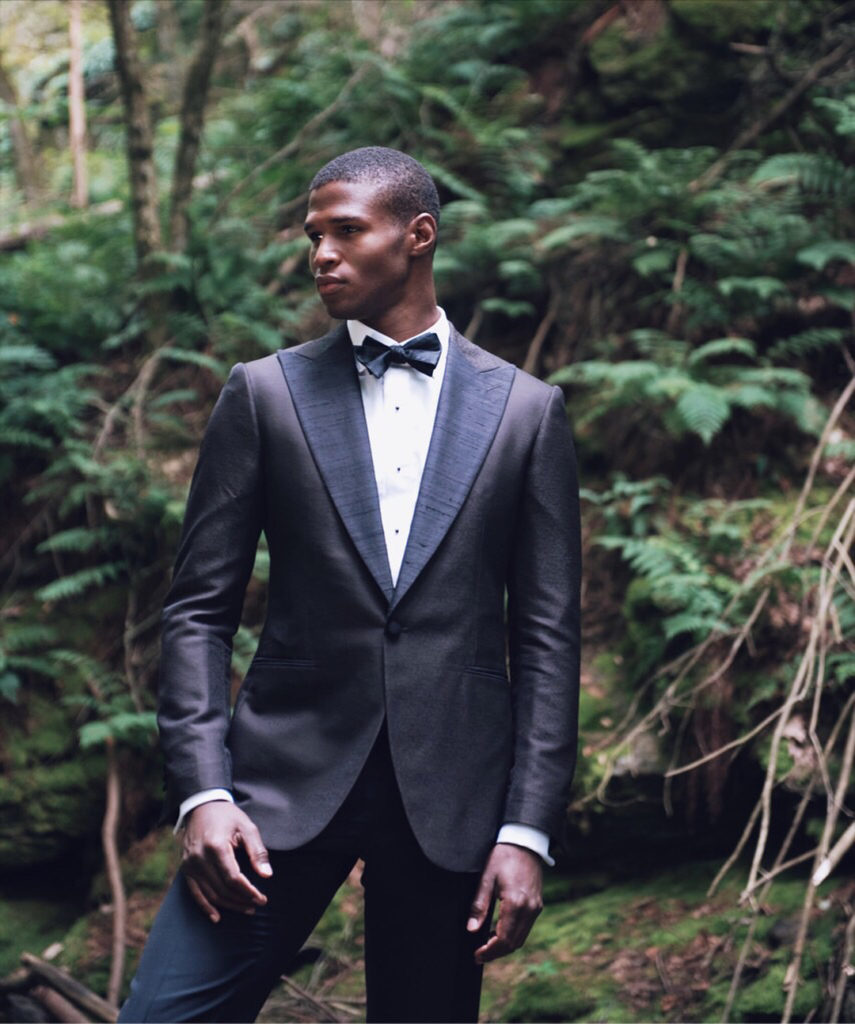 Wear a tuxedo if the invitation calls for black tie