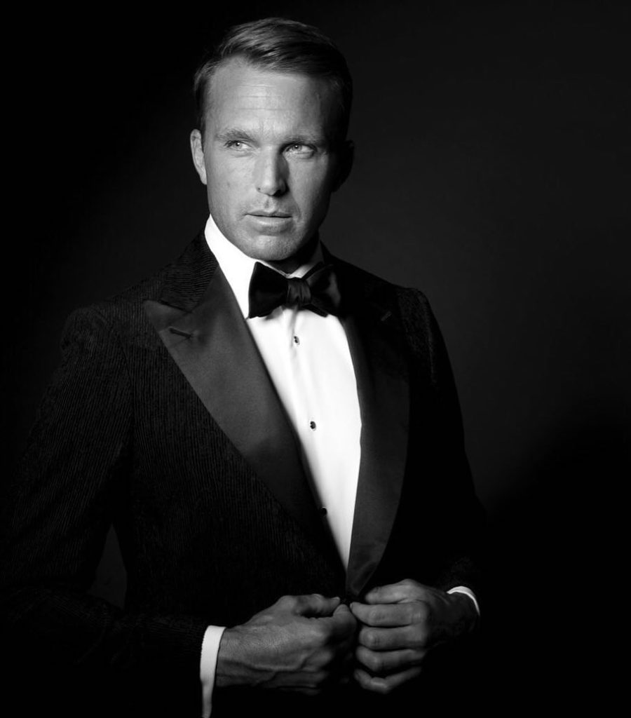 01624146555 Five Reasons to Consider a Custom Tuxedo for Your Wedding - Knot ...